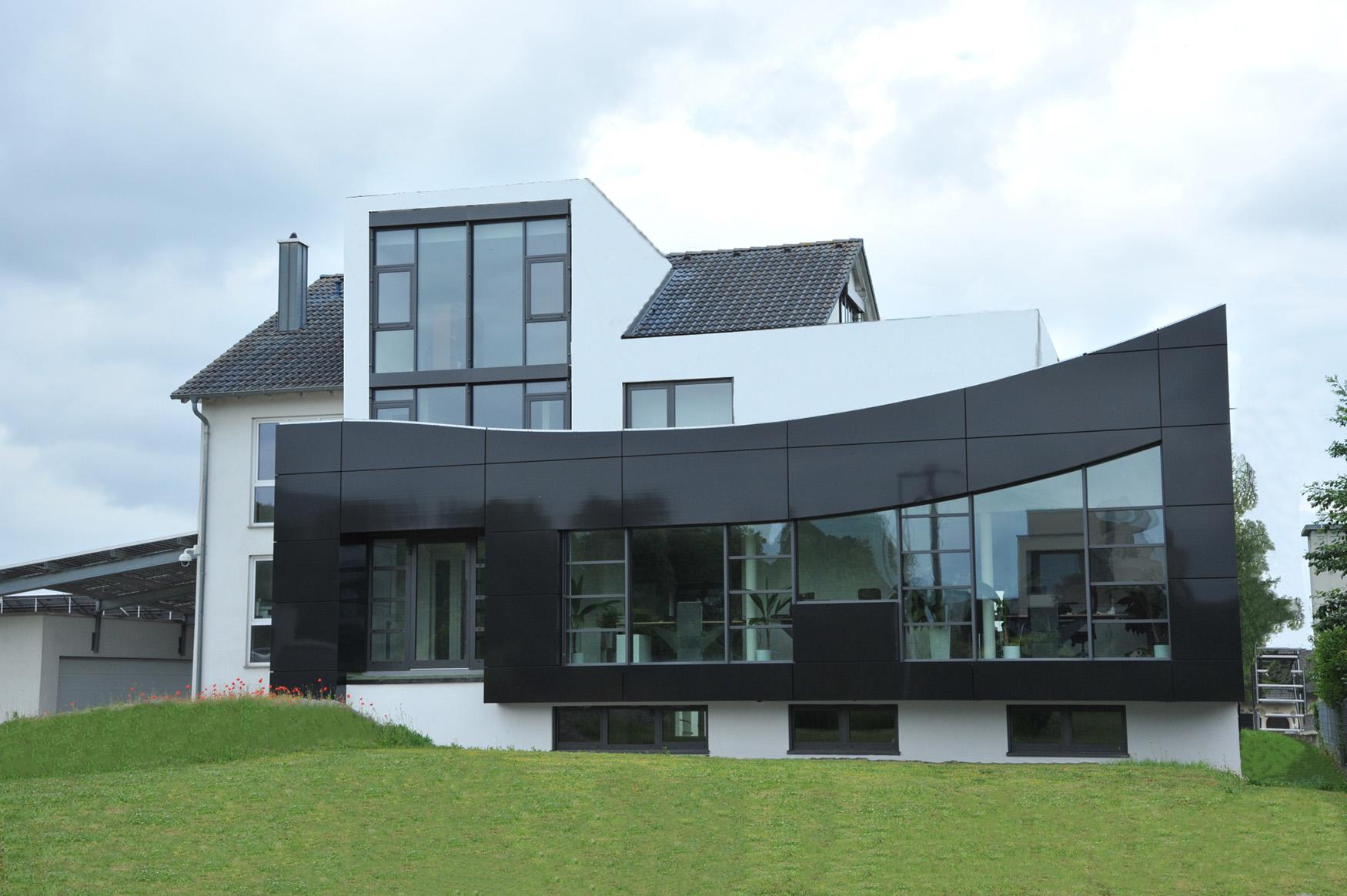 Solarfassade des Firmengebäudes von   STEGMÜLLER